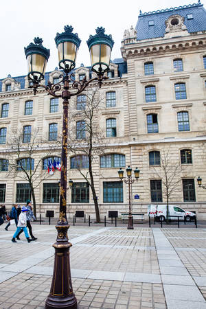 Square Louis Lepine and building of the Registry of the Paris Commercial Court