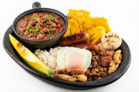Traditional Colombian dish called Banda paisa: a plate typical of Medellin that includes meat, beans, egg and plantain 版權商用圖片 - 117015880