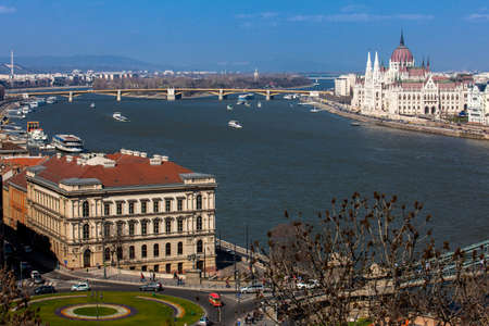 View of the Hungary Parliament building, Margaret Bridge and Danube river in Budapest Publikacyjne