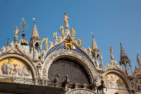 Details of the Saint Mark Basilica built in 1092 in Venice 版權商用圖片