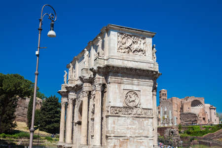 The Arch of Constantine a triumphal arch in Rome, situated between the Colosseum and the Palatine Hill built on the year 315 AD Redactioneel