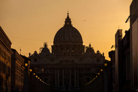 The sunset falls over the beautiful Constantinian Basilica of St. Peter at the Vatican City Banco de Imagens