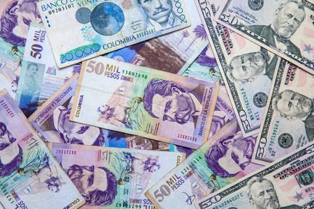 Tasso di cambio tra dollaro USA e peso colombiano nel 2019. Più di 3000 pesos ogni dollaro Archivio Fotografico