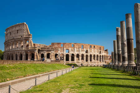 The famous Colosseum in Rome seen from the Temple of Venus and Rome located on the Velian Hill Redactioneel