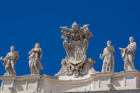 Detail of the Chigi coats of arms and the statues of saints that crown the colonnades of St. Peter Square built on 1667 on the Vatican City Publikacyjne