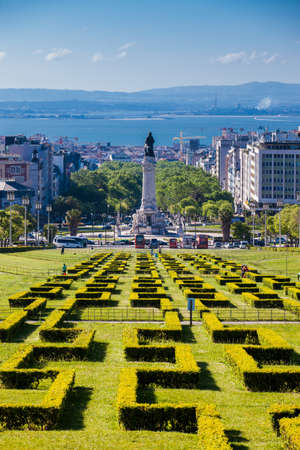 LISBON, PORTUGAL - MAY, 2018: The Eduardo VII Park in a beautiful early spring day at the city of Lisbon in Portugal 에디토리얼