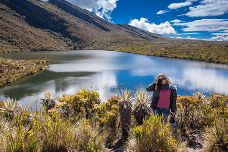 Young woman exploring the nature of a beautiful paramo at the department of Cundinamarca in Colombia Stockfoto - 136749064