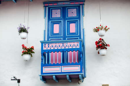 Beautiful colonial balconies of the small town of Salento in Colomibia Standard-Bild
