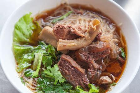 쇠고기 국수는 태국에서 맛을 찐 스톡 콘텐츠