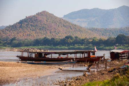 Vista de Kaeng Kud Ku. Río Khong. Chiang Khan, Loei, Tailandia Foto de archivo - 46940807