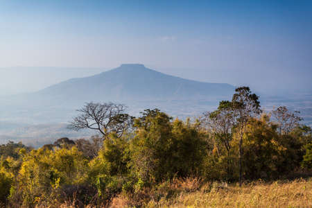 Monte Fuji en la provincia de Loei, Tailandia. Esta es la montaña se ve como el monte Fuji en Japón. Foto de archivo - 47074434