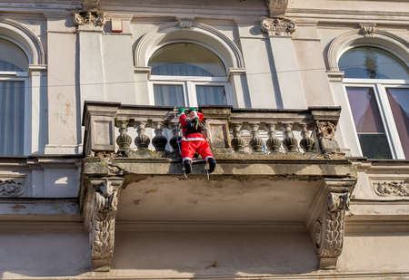 wants: Santa Claus on the balcony wants to bring gifts