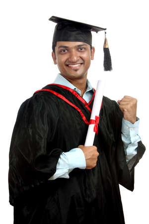 fondo de graduacion: Graduado indio sobre fondo blanco.