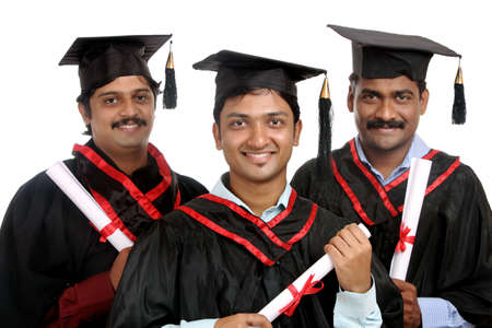grad: Graduados indios aislados en fondo blanco.