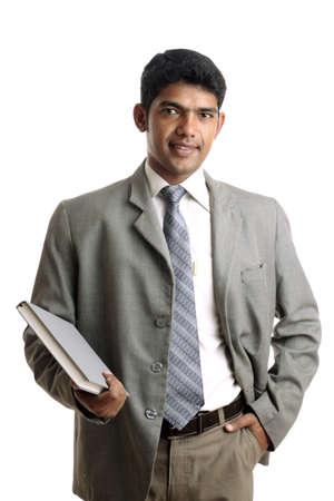 confianza: Hombre de negocios indio posando para la c�mara.