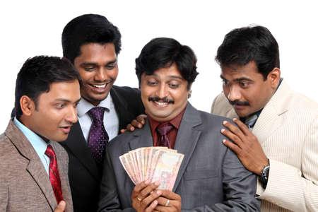 salarios: Pueblos indios de negocios posando a la c�mara.