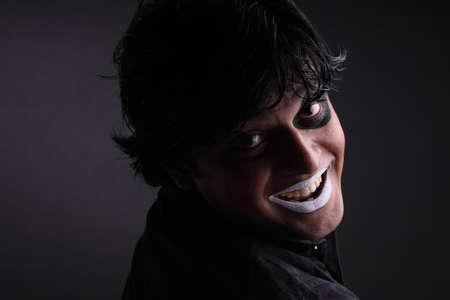peinture visage: Indien jeune homme avec la peinture faciale Banque d'images