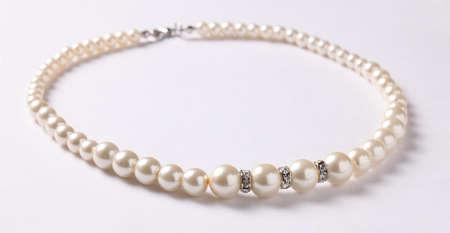 perlas: Collar de perlas en blanco