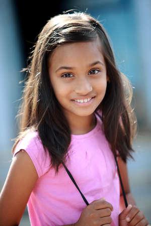 fille indienne: Belle fille indienne petite pose � la cam�ra. Banque d'images