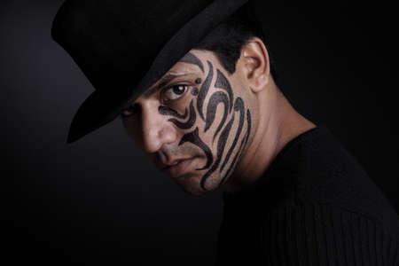 painting face: Retrato de hombre joven india con la pintura de la cara