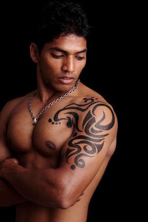 Asian male model: Người đàn ông tập thể dục trẻ Ấn Độ đặt ra cho các máy ảnh