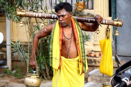hinduismo: Tradicional hombre mayor Indio