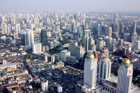 bird s eye view: A bird s eye view over the city of Bangkok with it s towers and skyscrapers