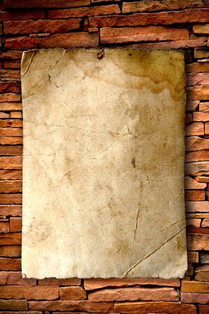 parchemin: vieux papiers sur brickwall Banque d'images