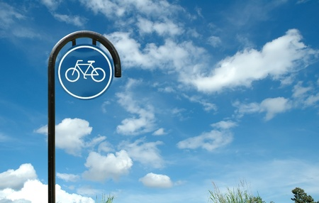 bicycle sign and blue sky Stock Photo - 9002881