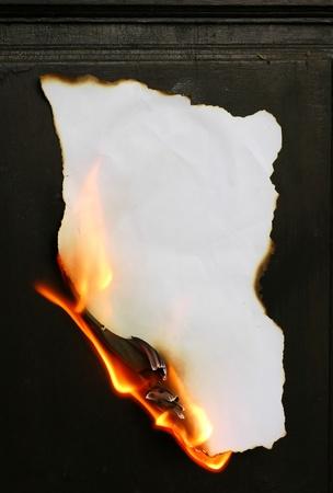 gebrannt: brennendem Papier