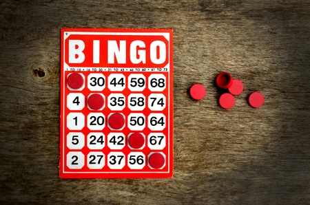 Red bingo card with winning chips  Standard-Bild