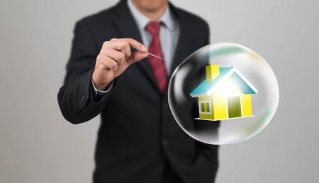 Handloch Nadel mit Haus in der Blase Standard-Bild - 46156874