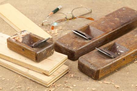 balsa: Hand schaafmachine gebruikt hout afwerking Stockfoto
