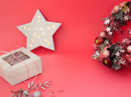 Cute christmas card with wreath, lights and gift box. New year banner with copy space. Packaging design and holiday decor. Фото со стока