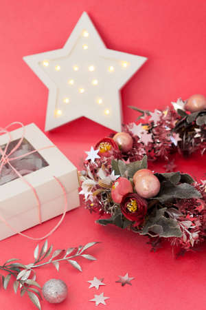 Cute christmas card with wreath, lights and gift box. New year decoration. Holiday decor Фото со стока
