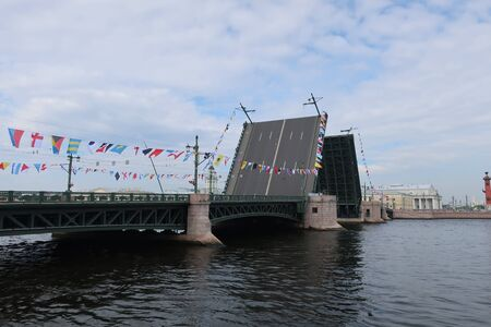 the diluted Palace Bridge in the daytime