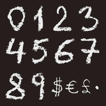 dollar: numeri di gesso scritta a mano 0, 1, 2, 3, 4, 5, 6, 7, 8, 9 e valuta segni: dollaro, euro e sterlina su sfondo nero. tessitura gesso reale.