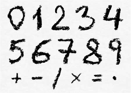 signos matematicos: Escritos mano de números de vector de carbón 0, 1, 2, 3, 4, 5, 6, 7, 8, 9 y más importantes signos y símbolos matemáticos sobre papel de acuarela blanco como fondo. La textura de carbón real.