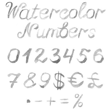 signos matematicos: Dibujado a mano los números de acuarela. Fuente gris manuscrita aislado sobre fondo blanco. Contiene los números 0,1,2,3,4,5,6,7,8,9, símbolos de moneda y los signos matemáticos. Textura acuarela Real.