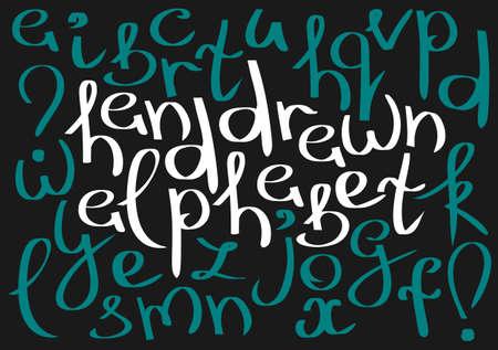 point exclamation: Insolite incurvée anglais alphabet en minuscules. Blanc et lettres minuscules bleues, point d'exclamation et d'interrogation isolé sur un fond noir. Banque d'images