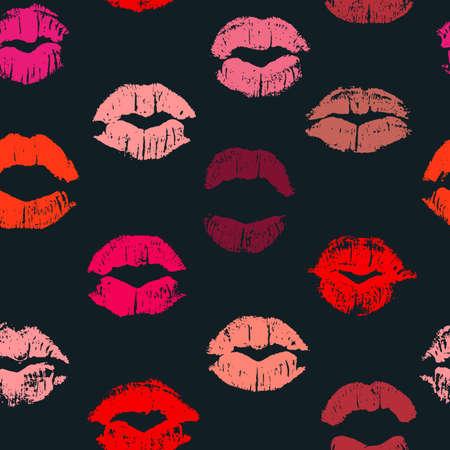 Seamless pattern con baci del rossetto. Impronte di rossetto di tonalità di rosso e rosa isolato su uno sfondo nero. Può essere utilizzato per la progettazione di stampa tessuto, carta da imballaggio o biglietto di auguri romantico