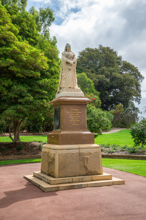 botanical gardens: A statue of Queen Victoria in Kings Park and Botanical Gardens in Perth Western Australia