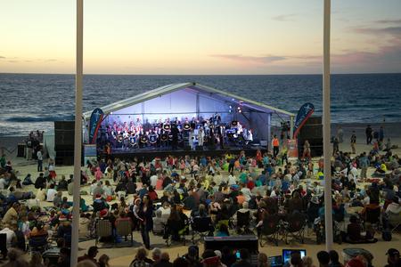 christmas carols: Families enjoy chore singing at Christmas Carols 2015 event on Scarborough Beach in Perth