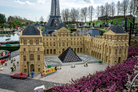 The Louvre Museum LEGO model displayed at Legoland Windsor miniland, England 新聞圖片
