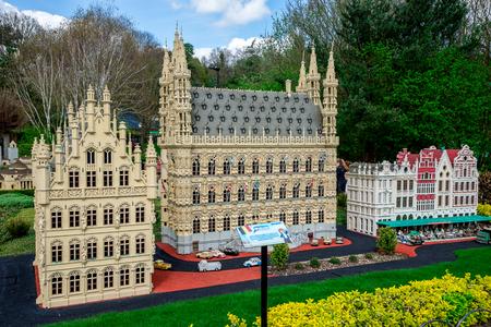 LEGO-model van Leuvin-stad van België dat bij Legoland Windsor-park, Engeland wordt getoond