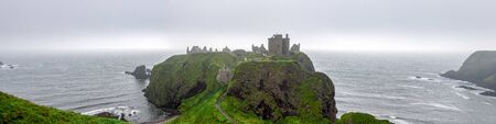 A panorama of scenic Dunnotar Castle and North Sea coastline in regular poor weather in Scotland during autumn season, Aberdeenshire, United Kingdom 新聞圖片