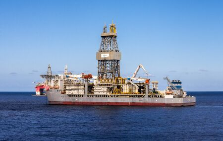 A large ENSCO drillship for offshore deepwater drilling in Atlantic ocean nearby Tenerife, Canary Islands, Spain Redactioneel
