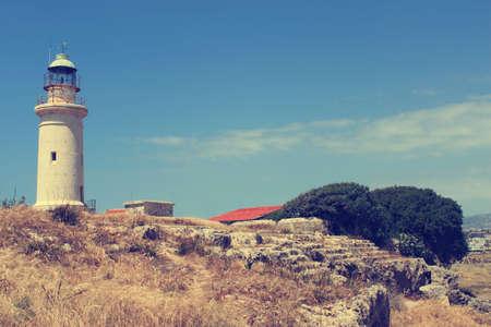 paisaje vintage: Vintage paisaje con faro en Paphos, Chipre