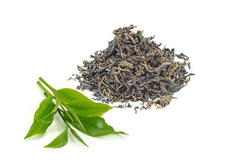 dry black tea leaves isolated on white Standard-Bild