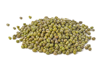 Mung beans isolated on white background 스톡 콘텐츠